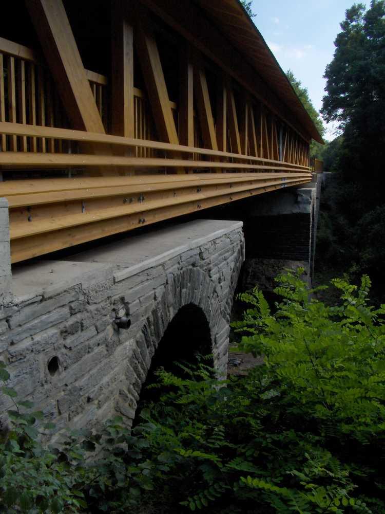 Ruwer-Hochwald-Radweg_bridge_Waldrach_2005
